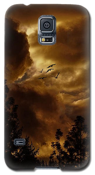 Galaxy S5 Case featuring the photograph Pending Storm by Diane Schuster