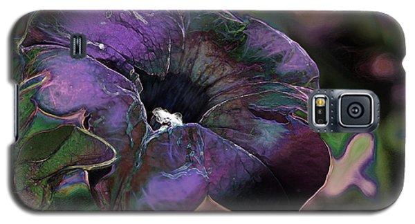 Petunia 1 Galaxy S5 Case by Stuart Turnbull
