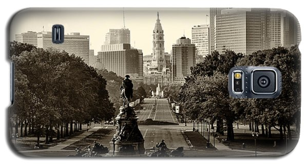Philadelphia Benjamin Franklin Parkway In Sepia Galaxy S5 Case by Bill Cannon