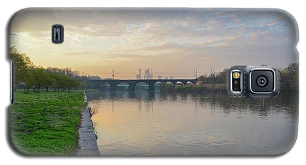 Galaxy S5 Case featuring the photograph Philadelphia Cityscape From The Schuylkill In The Morning by Bill Cannon