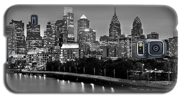 Philadelphia Philly Skyline At Dusk From Near South Bw Black And White Panorama Galaxy S5 Case by Jon Holiday