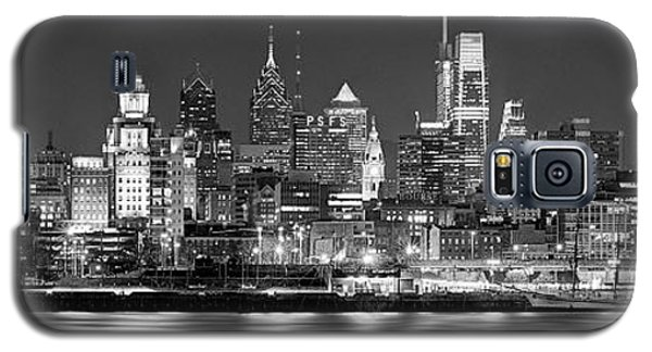 Sunset Galaxy S5 Case - Philadelphia Philly Skyline At Night From East Black And White Bw by Jon Holiday