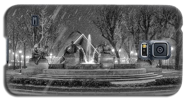 Galaxy S5 Case featuring the photograph Piazza Solferino In Winter-1 by Sonny Marcyan