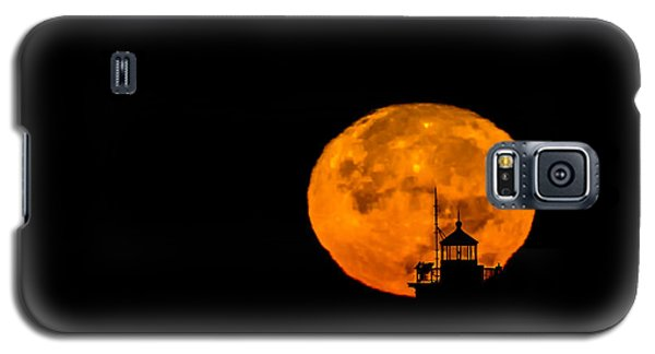 Galaxy S5 Case featuring the photograph Pierhead Supermoon Silhouette by Everet Regal
