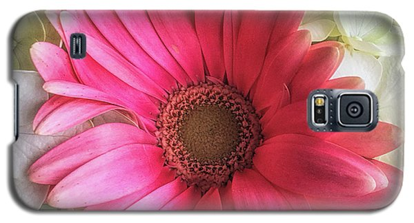 Galaxy S5 Case featuring the photograph Pink And White Bouquet by Andrew Soundarajan