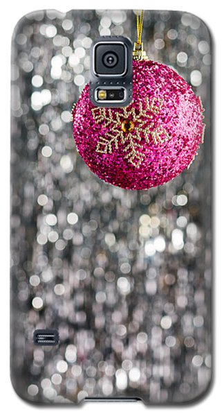 Galaxy S5 Case featuring the photograph Pink Christmas Bauble by Ulrich Schade