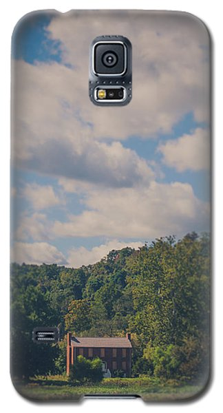 Galaxy S5 Case featuring the photograph Plantation House by Shane Holsclaw