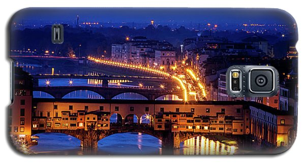 Galaxy S5 Case featuring the photograph Ponte Vecchio At Twilight by Andrew Soundarajan