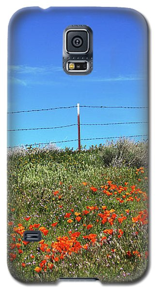 Galaxy S5 Case featuring the mixed media Poppy Hill- Art By Linda Woods by Linda Woods