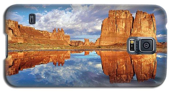 Pothole Reflections Galaxy S5 Case