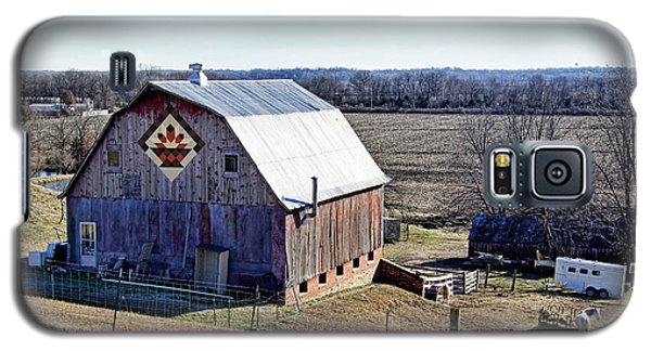 Galaxy S5 Case featuring the photograph Prairie Flower Quilt Barn by Cricket Hackmann