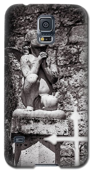 Praying Angel In Auvillar Cemetery Bw Galaxy S5 Case by RicardMN Photography