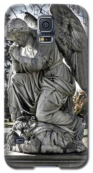 Praying Cemetery Angel  Galaxy S5 Case by Gary Whitton