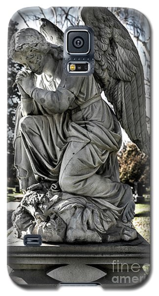Galaxy S5 Case featuring the photograph Praying Cemetery Angel  by Gary Whitton