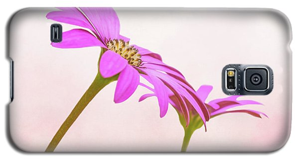 Galaxy S5 Case featuring the photograph Pretty In Pink by Roy McPeak