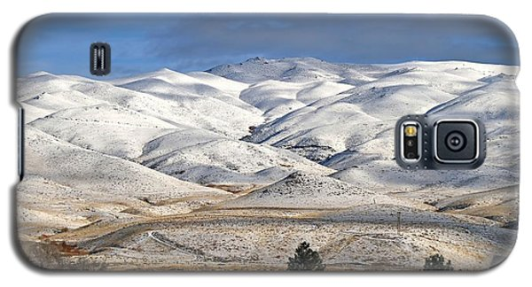 Galaxy S5 Case featuring the photograph Pretty In White by Donna Kennedy