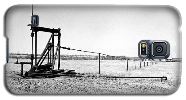 Pumping Oil Galaxy S5 Case by Larry Keahey