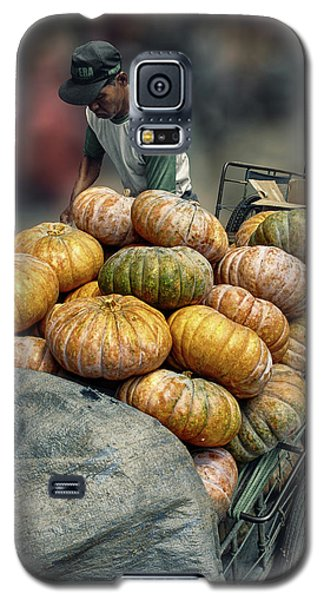 Galaxy S5 Case featuring the photograph Pumpkins In The Cart  by Charuhas Images