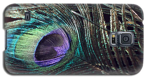 Purple Feather With Dark Background Galaxy S5 Case