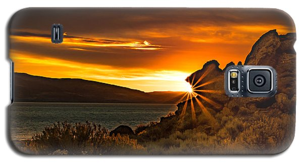 Pyramid Lake At Sunrise Galaxy S5 Case by Janis Knight