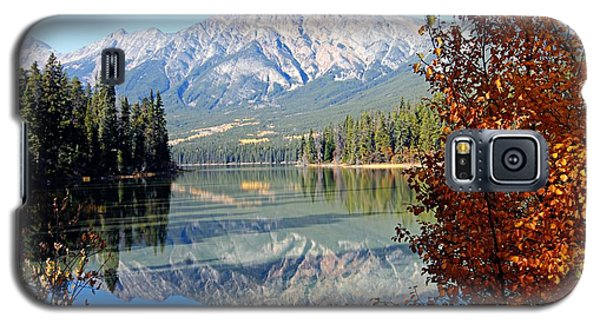 Pyramid Mountain Reflection 3 Galaxy S5 Case by Larry Ricker