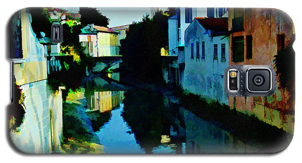 Galaxy S5 Case featuring the photograph Quaint On The Canal by Roberta Byram