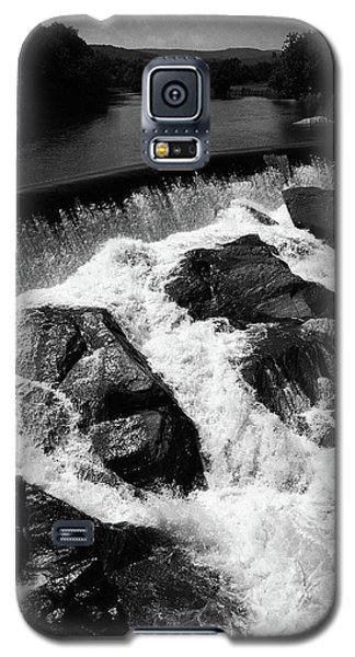 Galaxy S5 Case featuring the photograph Quechee, Vermont - Falls 2 Bw by Frank Romeo