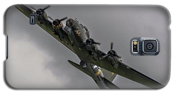Raf Scampton 2017 - B-17 Flying Fortress Sally B Turning Galaxy S5 Case