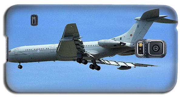 Galaxy S5 Case featuring the photograph Raf Vickers Vc10 C1k by Tim Beach