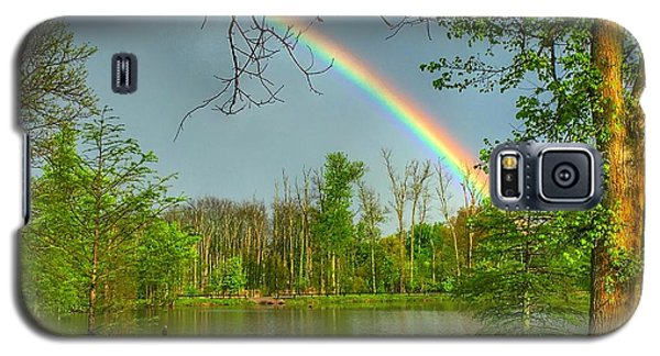 Rainbow At The Lake Galaxy S5 Case
