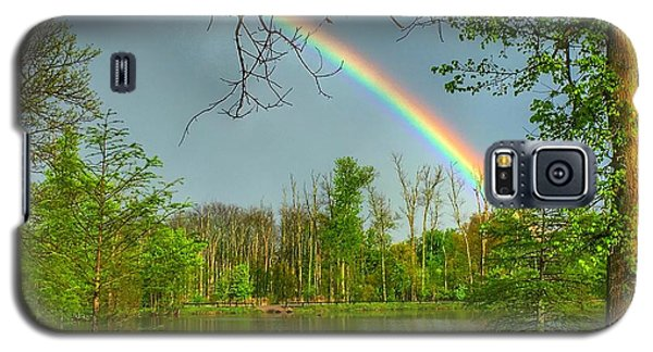 Rainbow At The Lake Galaxy S5 Case