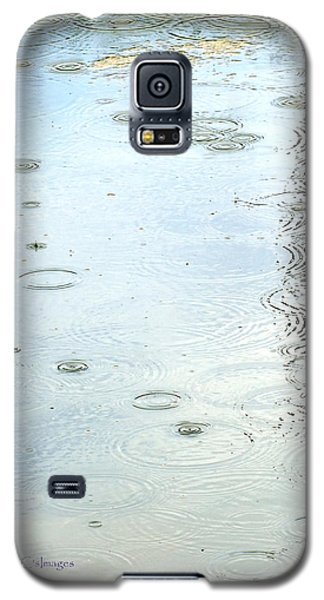 Galaxy S5 Case featuring the photograph Raindrop Abstract by Kae Cheatham