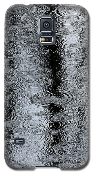 Raindrops On A Pond Galaxy S5 Case