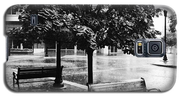 Rainy Day - A Moody Black And White Photograph Galaxy S5 Case