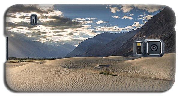 Rays On Dunes Galaxy S5 Case