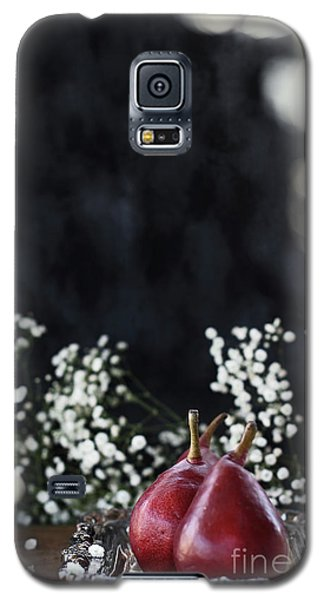 Galaxy S5 Case featuring the photograph Red Anjou Pears by Stephanie Frey
