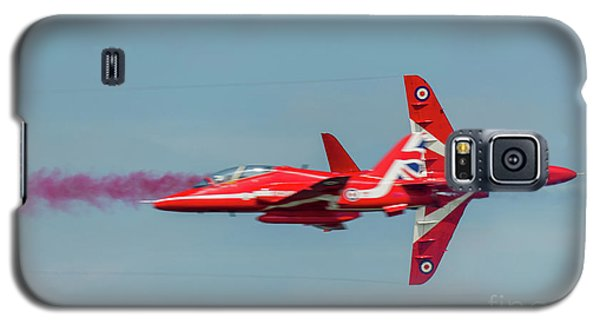 Galaxy S5 Case featuring the photograph Red Arrows Crossover by Gary Eason