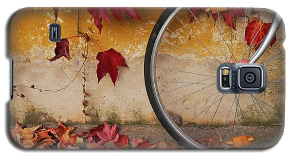 Galaxy S5 Case featuring the photograph Red Autumn by Yuri Santin