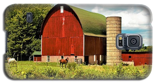 0040 - Red Barn And Horses Galaxy S5 Case