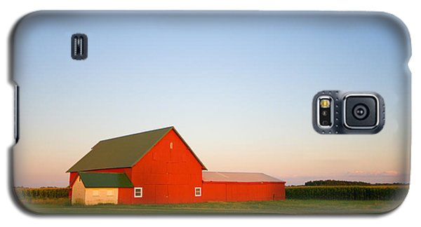 Red Barn And The Moon Galaxy S5 Case
