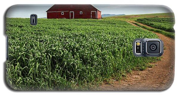 Red Barn In Green Field Galaxy S5 Case