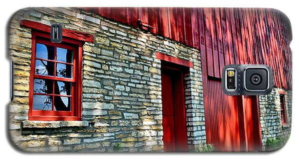 Red Barn In The Shade Galaxy S5 Case