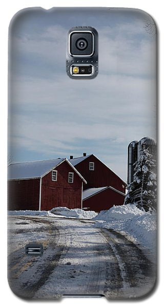 Red Barn In The Snow Galaxy S5 Case