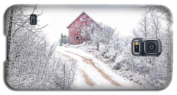 Red Barn In Winter Galaxy S5 Case