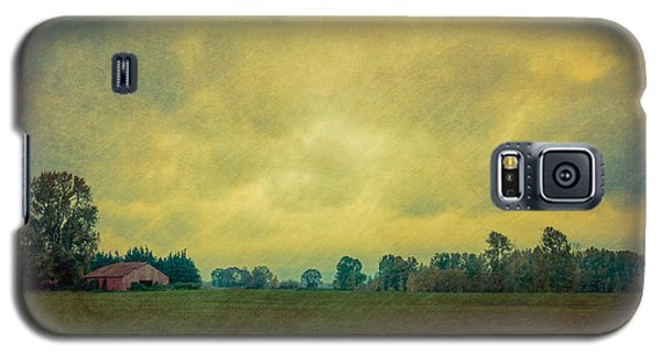 Red Barn Under Stormy Skies Galaxy S5 Case by Don Schwartz