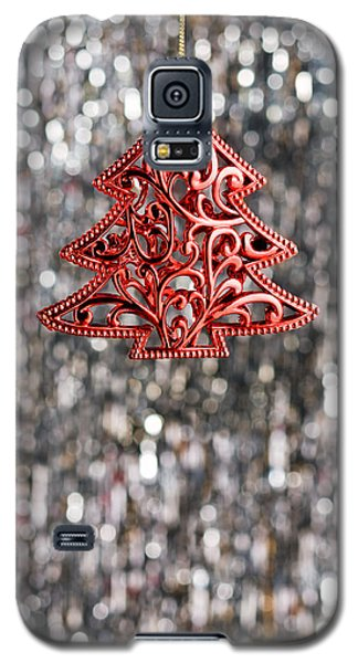 Galaxy S5 Case featuring the photograph Red Christmas Tree by Ulrich Schade