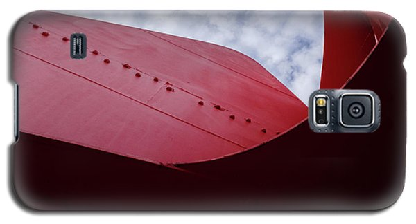Red Curved Metal Looking Up At The Blue Sky In Grand Rapids Michigan Galaxy S5 Case