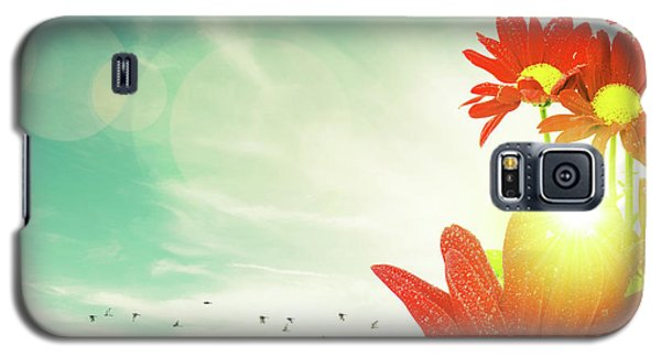 Galaxy S5 Case featuring the photograph Red Flowers Spring by Carlos Caetano
