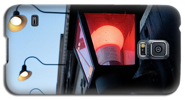 Red Light On The Wall With A Blue Sky And Yellow Bulbs In Holland Michigan Galaxy S5 Case