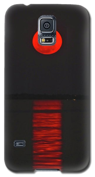 Red Moon Rising  Galaxy S5 Case